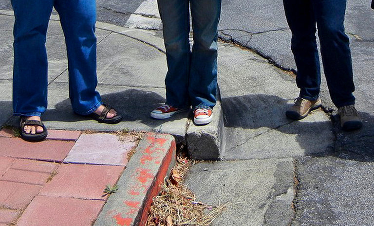 hayward fault curb 2012 with people standing on top