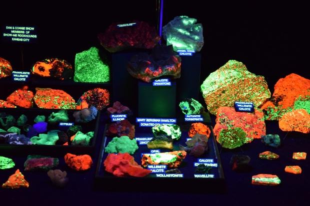fluorescent minerals (2)