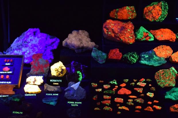 fluorescent minerals 4