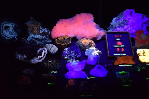 fluorescent minerals 5